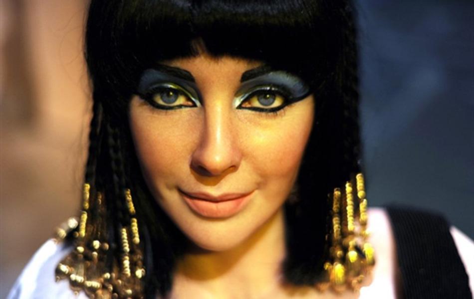 Cleópatra em Teto de ZincoQuente