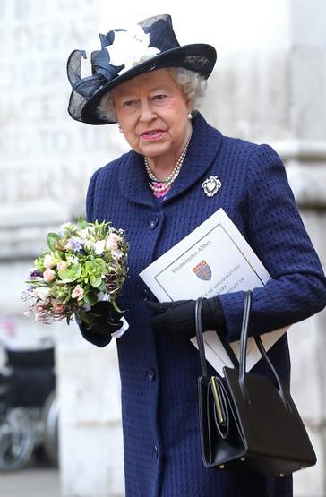 2015-05-10-1-Isabel-II-de-Inglaterra