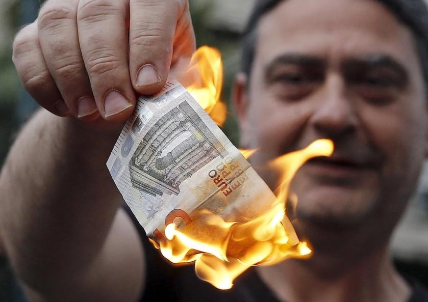 2015-06-29-Nota-euro-queimada-Grecia-4