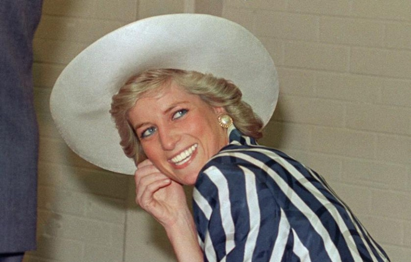 2012-08-28-32-january-1988-shows-princess-of-wales-diana-during-her-visit-to-the-footscray-park-in-suburb-of-melbourne
