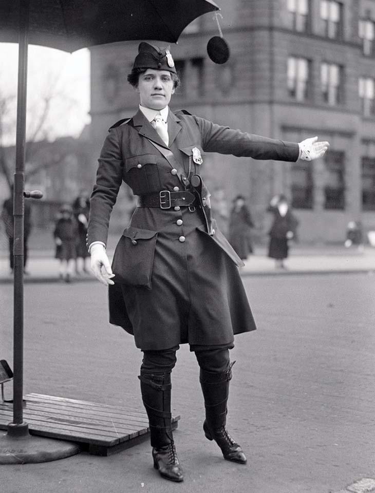 1918 - mulher polícia